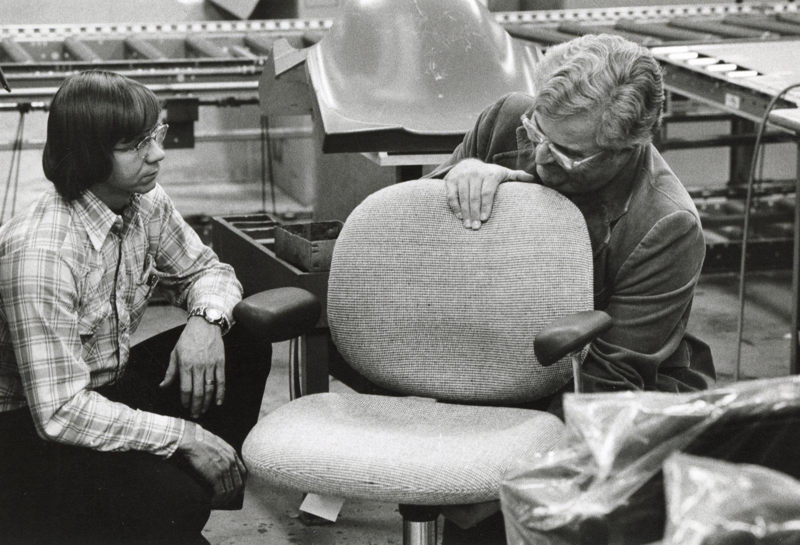 26 HM Ergon Chair Bill Stumpf 1976